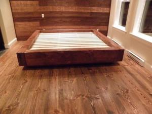 Base de lit en pin